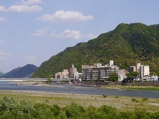 清流長良川と金華山
