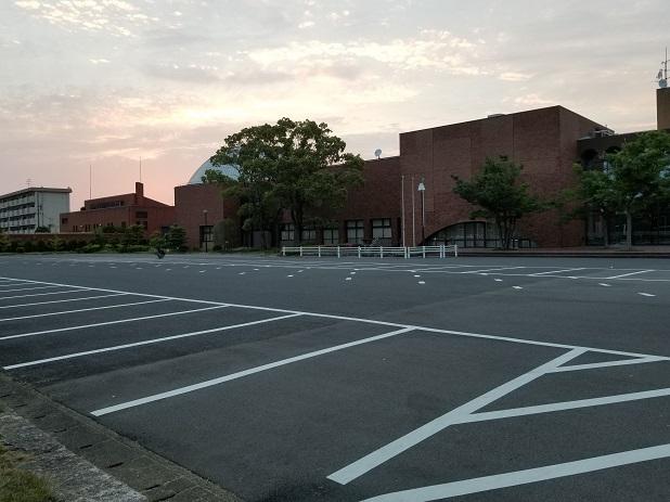 科学館駐車場