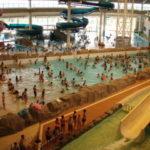 小牧市温水プール 大型スライダー、流れるプール、波プールが大人気!