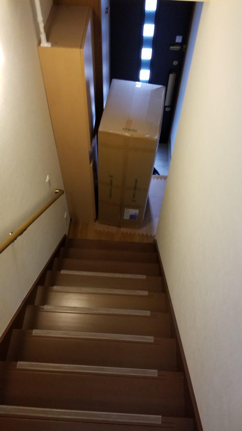 玄関に運ばれた和楽ソファ